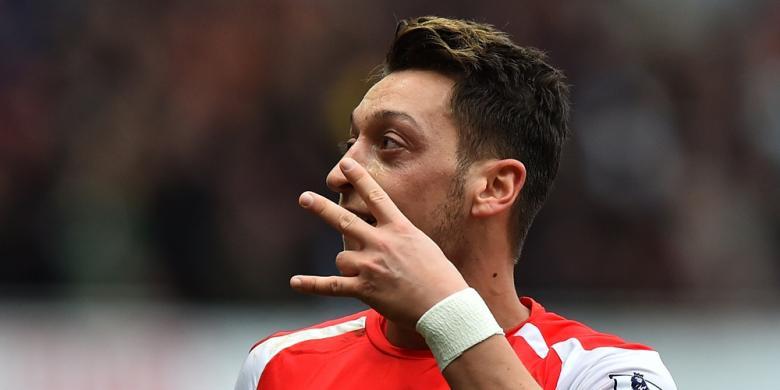 Pemain Arsenal Mesut Oezil Saat mencetak gol